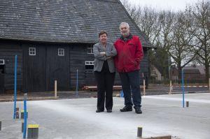 Karel en Marlies op de fundamenten van hun nieuwe kookschool
